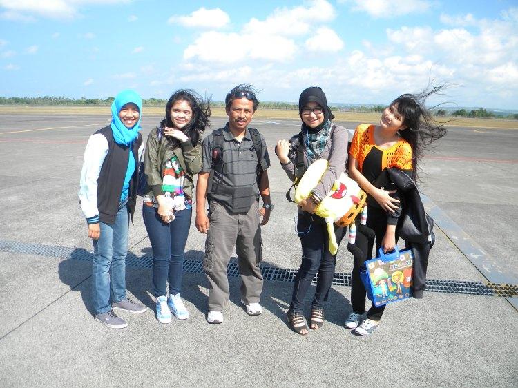 Ungek kiri (SMA 4), Dea SMA 1, Natuna, dan Pinang... mereka jadi satu tim untuk ke nasional