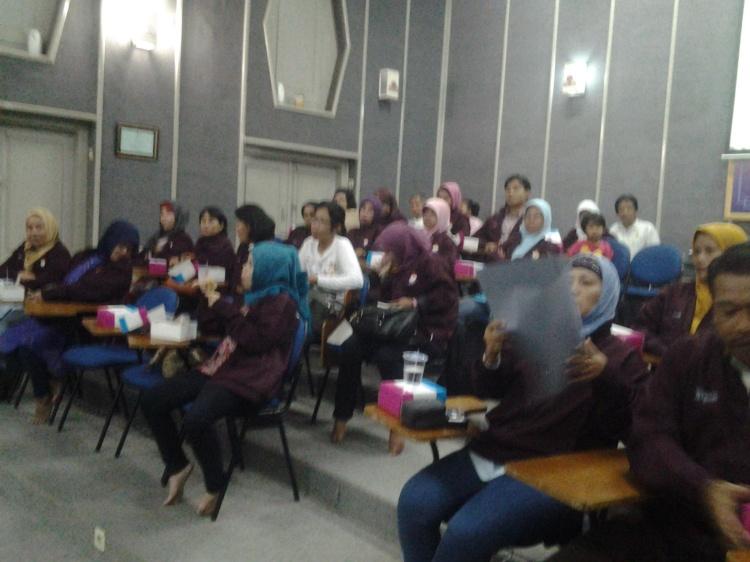 Majelis Guru SMA N 4 Batam, serius mendengarkan pemaparan Ibu Kepala Sekolah dan  Waka Humas SMA N 3