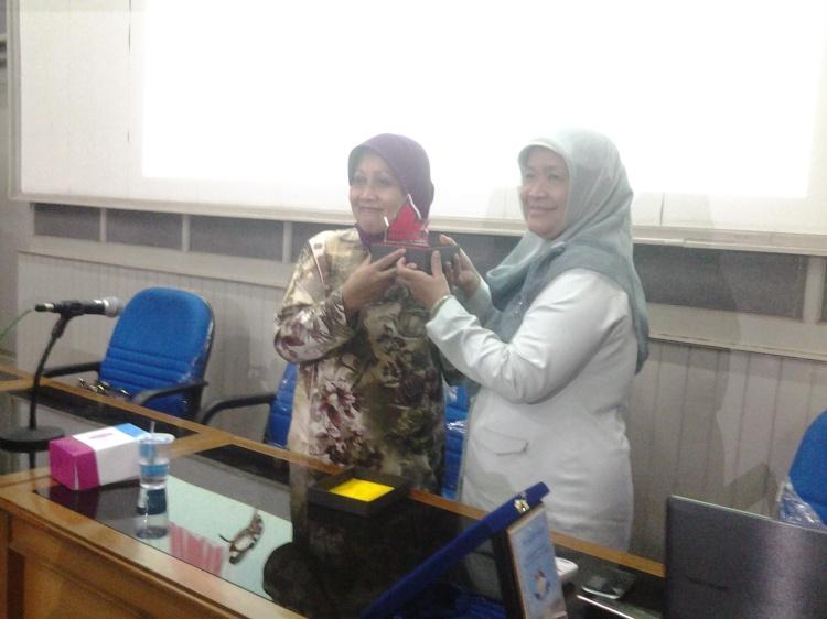 Kepala SMA N 3 Yogya dengan Ibu Tapi winanti