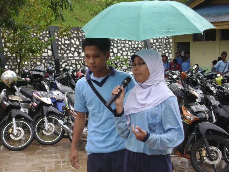 salah satu kandidat dalam menyampaikan visi dan misinya di hadapan guru dan siswa bertempat di lapangan SMA N 4 Batam