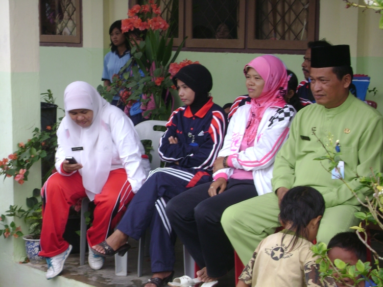 Kepala Sekolah Bapak M. Isak, bu Narti, Bu erma dan Bu desi lagi serius banget tuh....