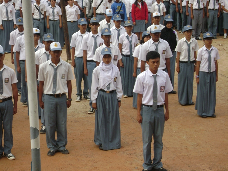 Pelnatikan OSIS periode 2007-2008 oleh Kepala Sekolah Bapak M. Isak