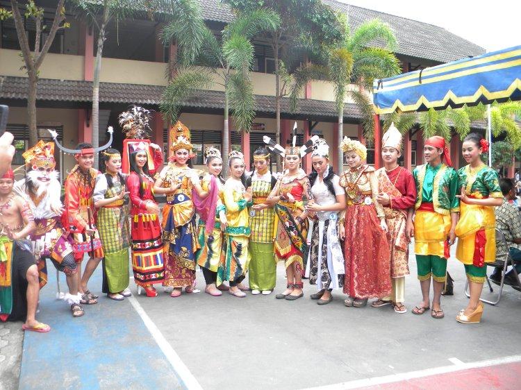 para kontingen dari provinsi seluruh indonesia, usai nampil...