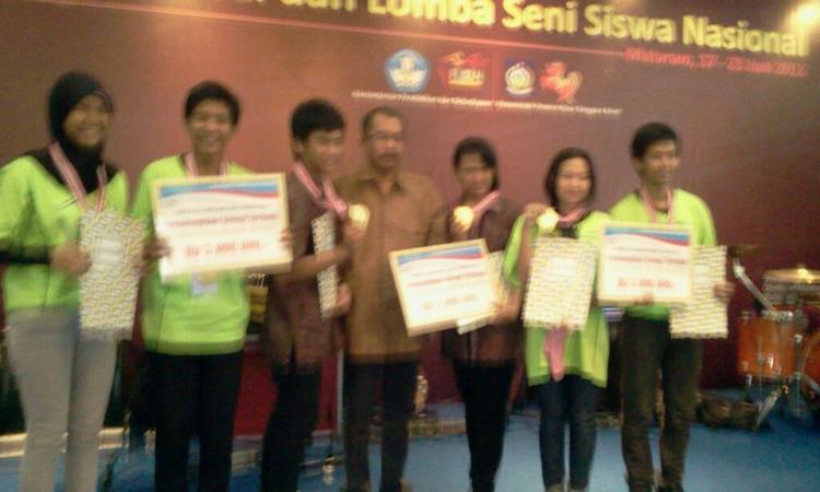 Dani dan Ungek kontingen SMA N 4 Batam atas nama Kepri bersama dengan Provinsi Banten dan Provinsi Jawa Timur meraih medali emas tingkat nasional....