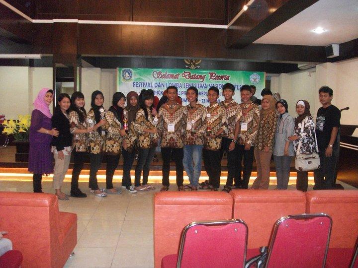 Tim kesenian dari berbagai jenis lomba siap diberangkatkan ke kota Makassar....