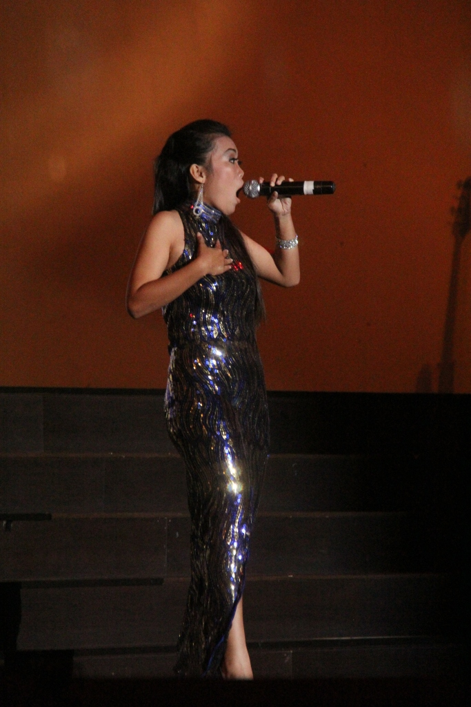 peserta lomba solo vokal yang meraih juara 1 dari SMA N 14 batam...selamat ya, suaramu emang gila...