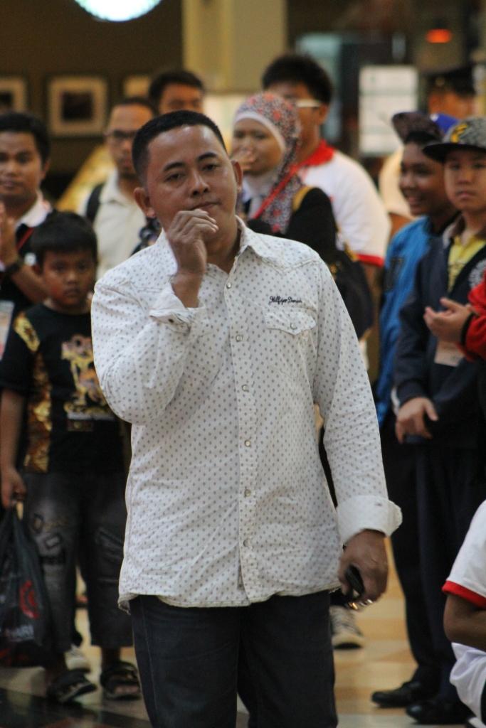 Uda Asep juri Modern dance dari ISI Padang Panjang....