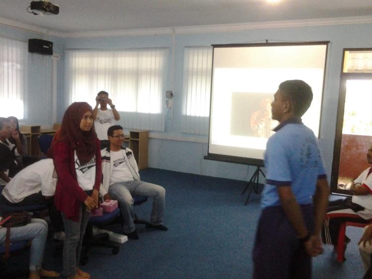 Faidiban ketua OSIS SMA N 4 Batam ketika menjawab pertanyaan dari salah satu pengurus OSIS SMANSAKA
