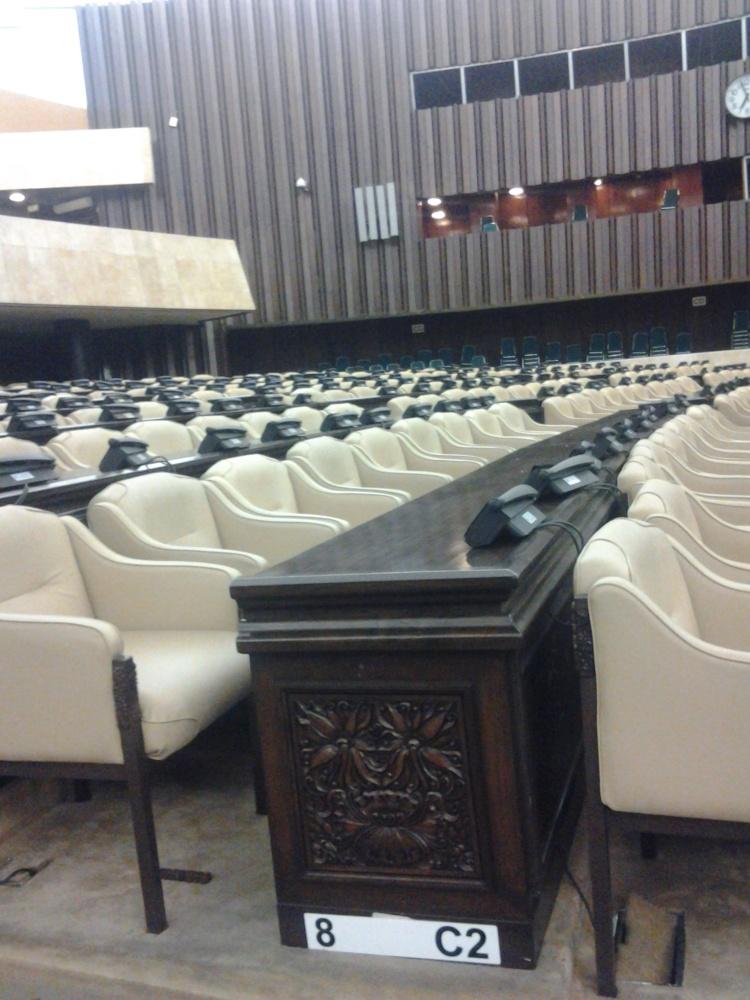 ruang rapat dewan yang selalu buat anggotanya tertidur itu memang empuk, sejuk dan nyaman sekali kata rio