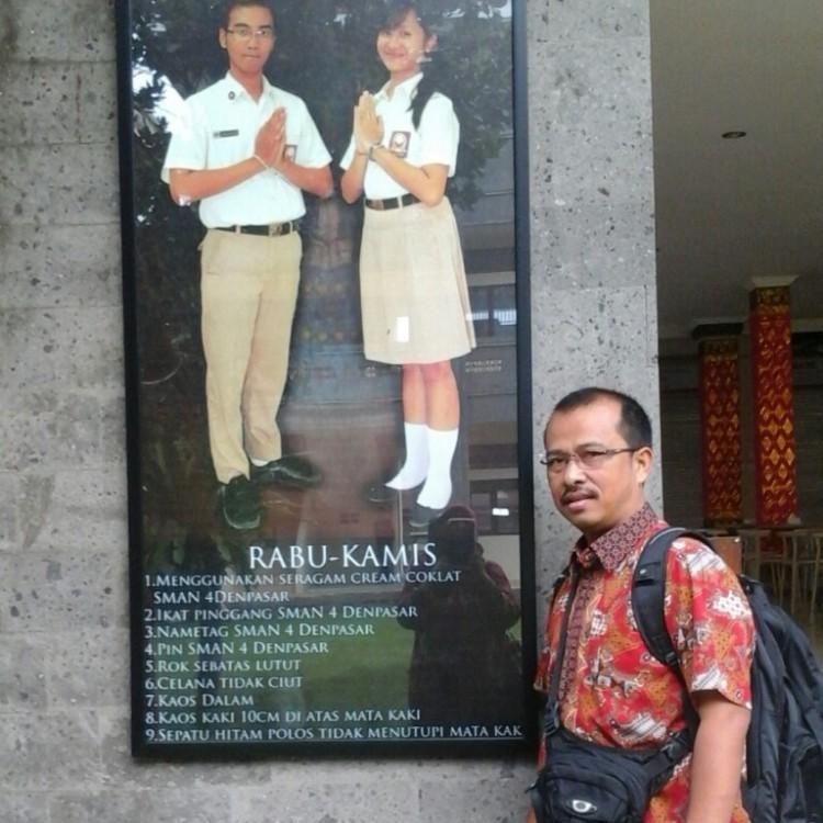 Salah satu contoh pakaian seragam yang harus dipatuhi oleh siswa sekolah gemilang ini...