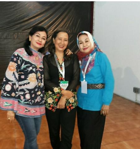 dari kiri: Ibu Nungki, Maria dan Bu Nining....