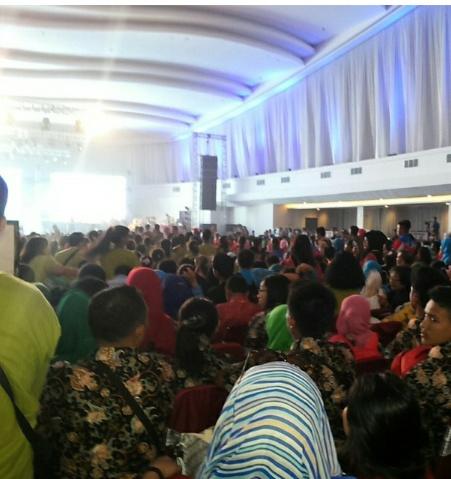 Suasana Pembukaan FLS2N di Marina Convention Centre yang dihadiri ribuan pelajar Indonesia