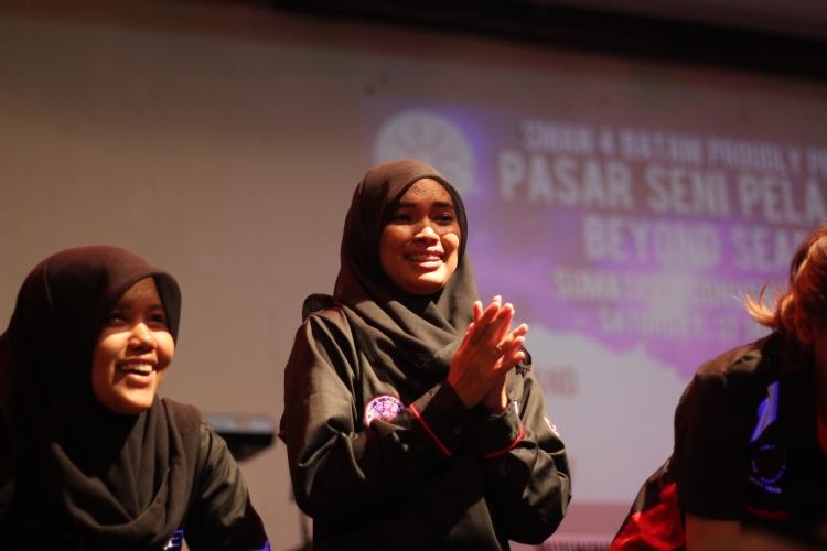 Nurul sang Pimpro dengan Vadilla stage Manager berhasil melaksanakan tugasnya