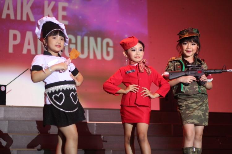 Mereka yang berjaya pada lomba Fashion Show tingkat anak-anak