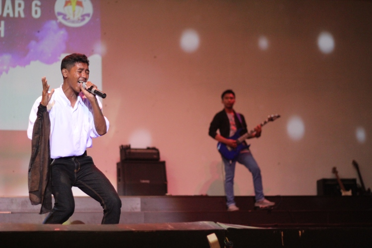 Vokalis SMA 4 Tanjung Pinang pukau seribu penonton